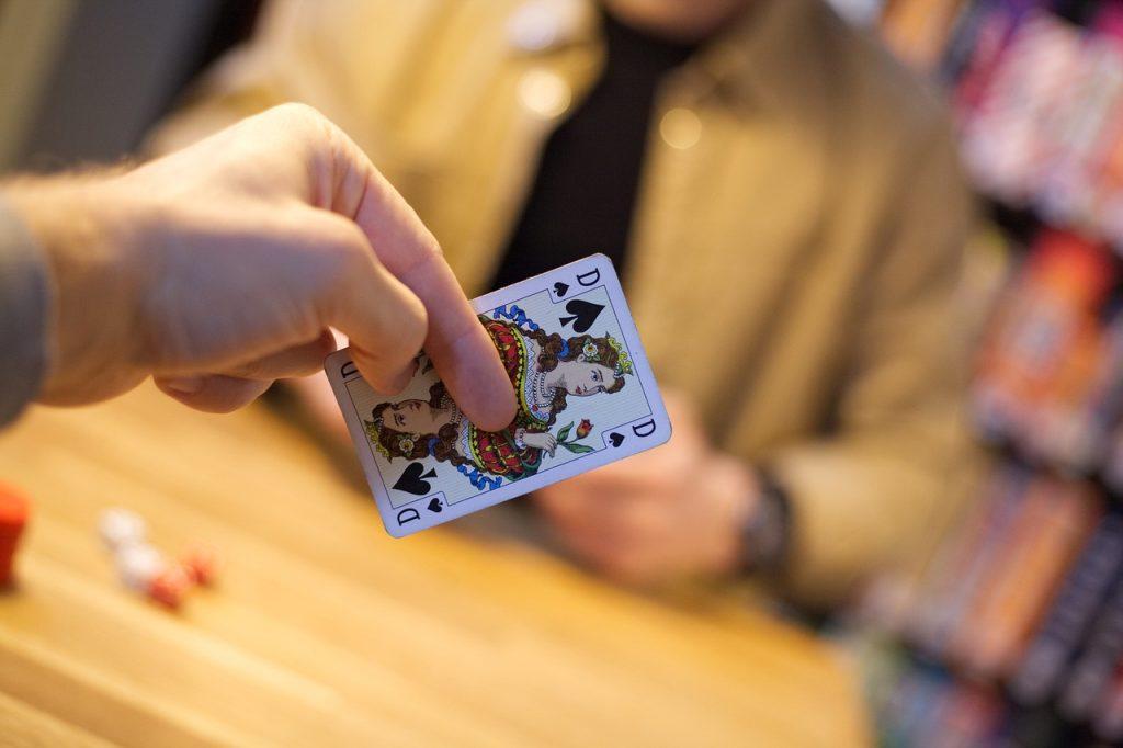 梭哈牌桌打牌原則